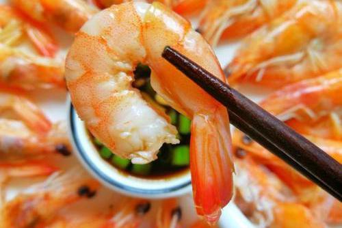 白水煮虾,直接煮是大错特错,牢记这3个诀窍,大虾鲜嫩无腥味