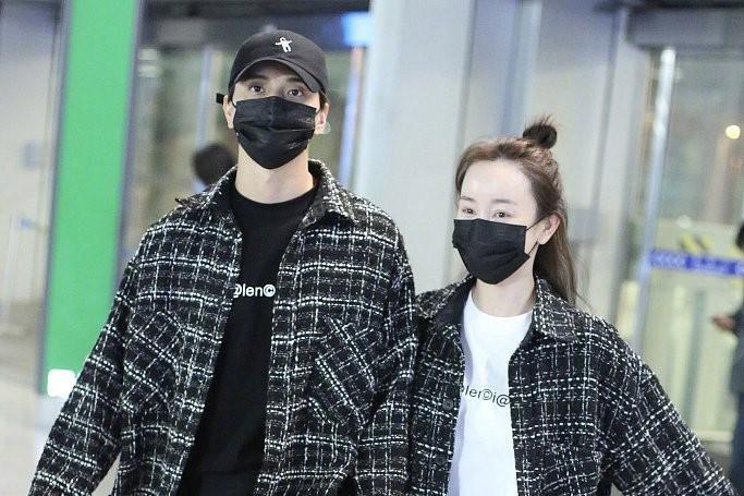 张檬携男友走机场,穿情侣款粗花呢外套真甜蜜,腿却显短一截