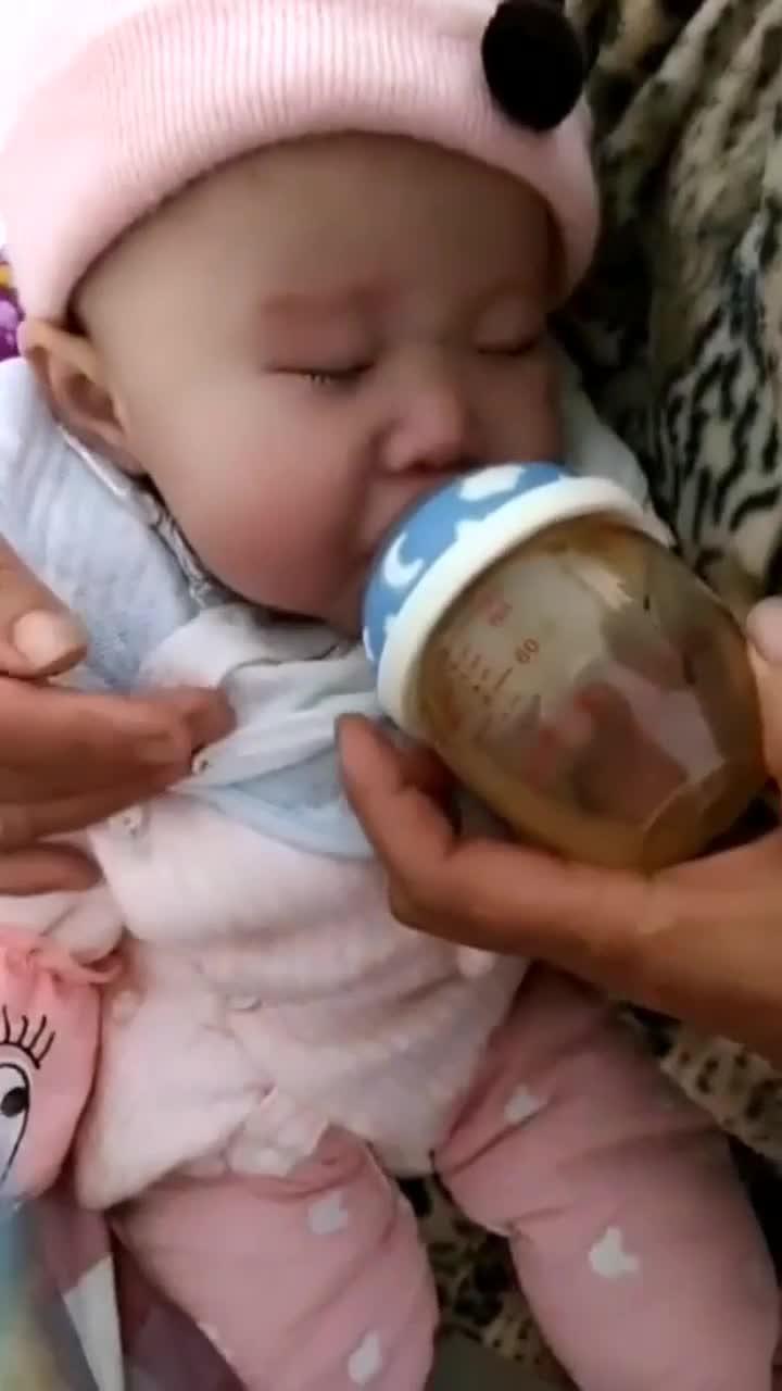 断奶中的宝宝,宁愿喝水都不喝奶粉