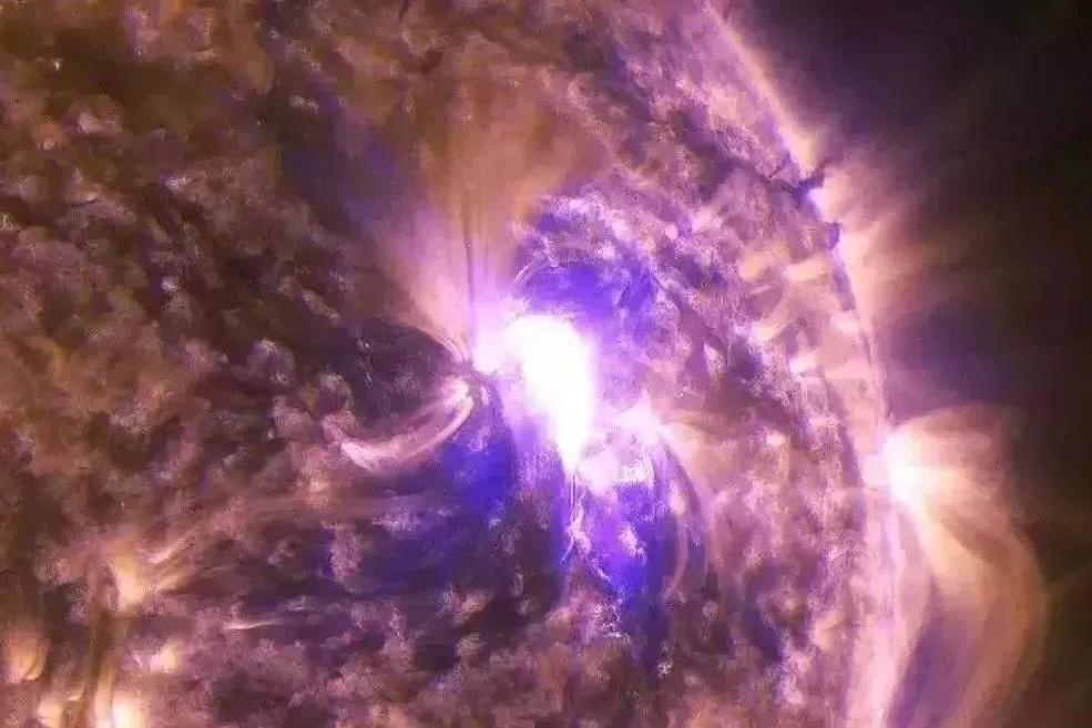 首次观测到:II型太阳射电爆发,与日冕物质抛射和太阳耀斑有关!