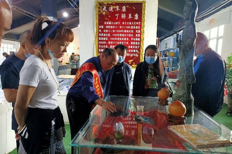 民间大型古生物化石瓷器文玩与玉石展 在新疆阜康碧琳城开馆首展
