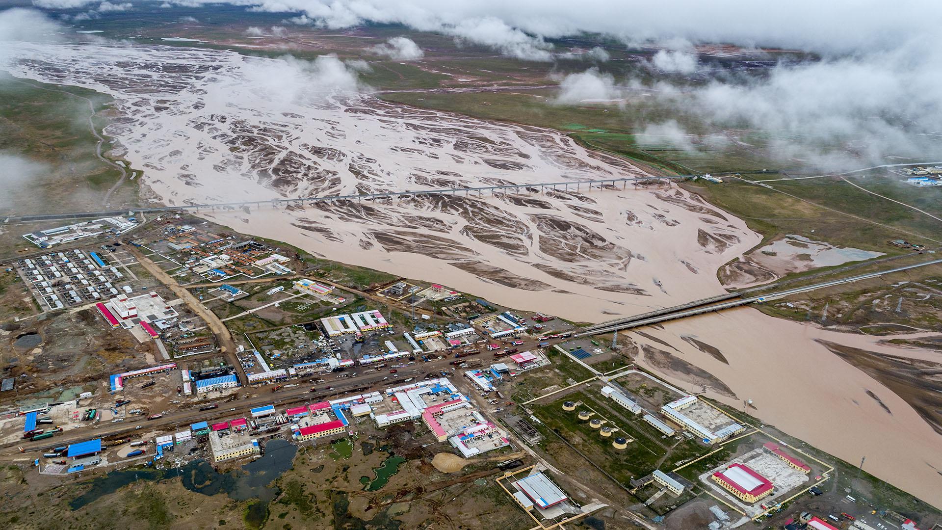青海格尔木:唐古拉山镇又名沱沱河镇,青藏高原上的交通枢纽