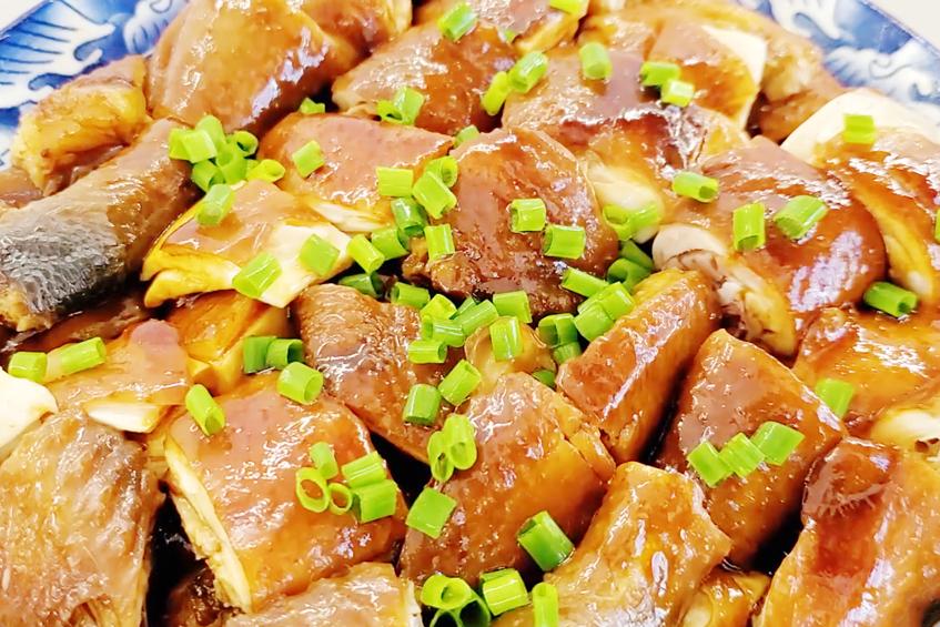 吃了30几年的鸡,这做法最好吃,整只鸡丢进锅里,全家人抢着吃
