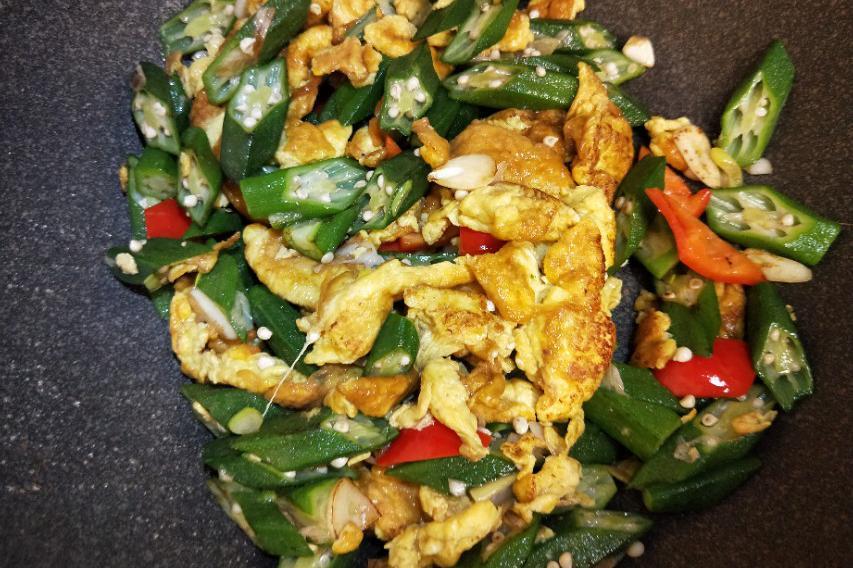 秋葵炒鸡蛋是一道简单的家常菜,营养丰富健康好吃全家都喜欢