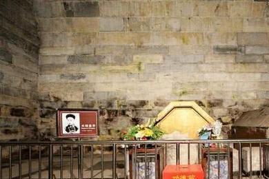 1980年,专家们打开光绪帝陵墓后,发现有一处竟藏着20多件宝物?