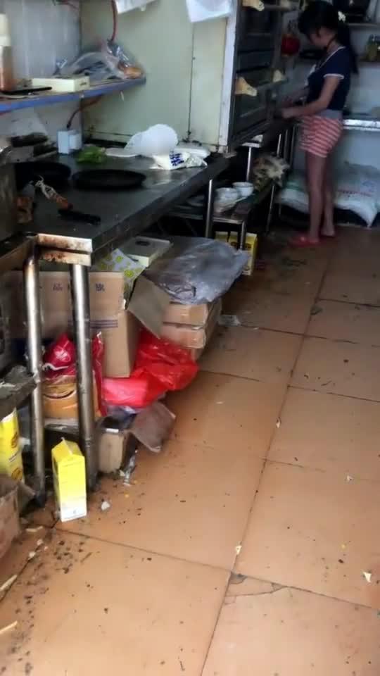 有的外卖便宜不是没理由的,看到这个厨房,我真怀疑做出来...