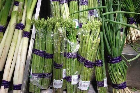 超市里的蔬菜为啥要用胶带捆着卖?员工无意透露实情,涨知识了