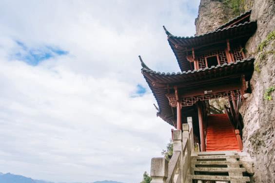 全国有八座悬空寺,最出名的在山西,而杭州附近这座很多人不知道