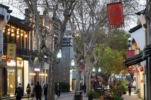 藏在杭州闹市区的旅游老街,人气不比成都春熙路差,每天人山人海