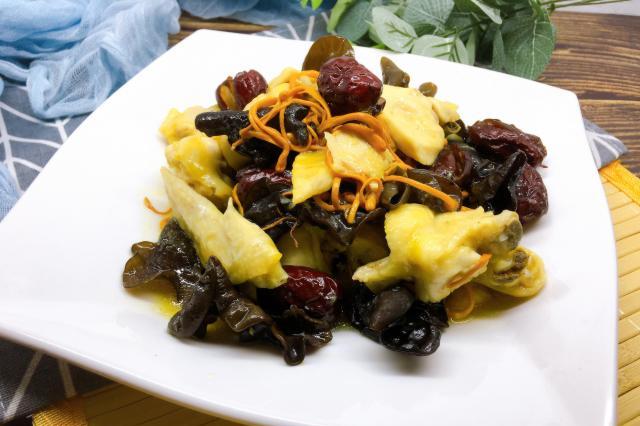 虫草花蒸鸡,做法非常简单,味道鲜甜肉质鲜嫩好下饭