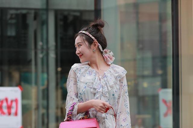 连衣裙的搭配超仙气,都能凸显时尚潮流,营造女性魅力
