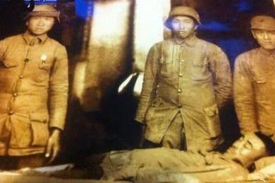 淞沪战场关键时刻52岁将军亲自冲锋陷阵,结局让人伤心垂泪