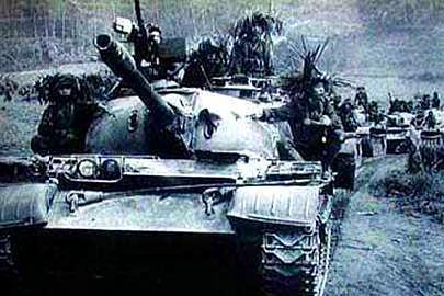 我终于赶上了兄弟部队,他们连长却怀疑我是越南特工,准备抓我