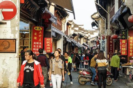 """安徽一老街,李荣浩《老街》的原型,被誉为流动的""""清明上河图"""""""
