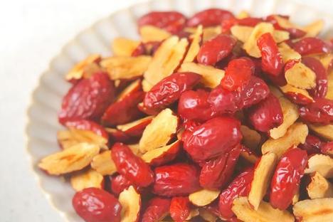 红枣和它最搭配,不熬汤不油炸,简单做成小丸子,补气养血身体好