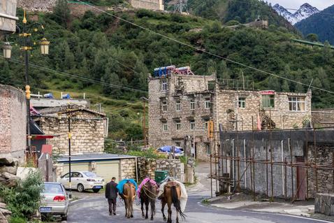 """四川连日大雨,却让这个小镇突然走红,游客称它为""""东方的瑞士"""""""