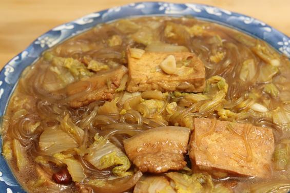 白菜炖豆腐,先炒白菜还是先炖豆腐?大厨教你正确做法,太香了