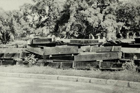 1938年日寇偷拍越南海防港老照片,镜头里全是支援中国的战略物资