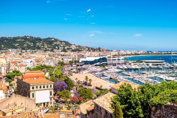 法国戛纳,除了电影节,还有迷人的姑娘和富人的度假方式