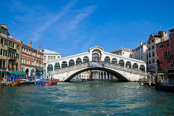 威尼斯因水而兴,又因水而人口凋零,网友感慨:无可奈何