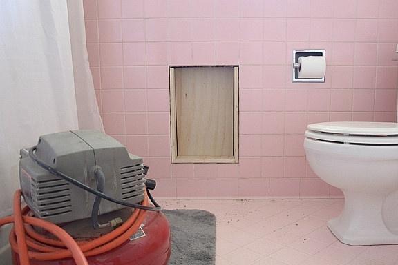 二手房卫生间改造,老公直接拆了取暖器改壁龛,实用又好看!