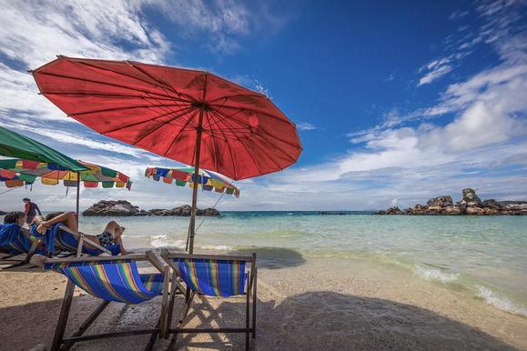 泰国普吉岛私人神秘海滩,引朋友圈争论,网友:穷人思维!