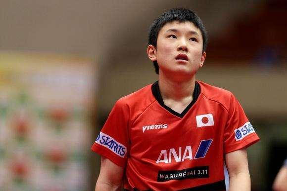 两位中国球员归化日本,培养一儿子经常叫嚣中国队,如今怎样?