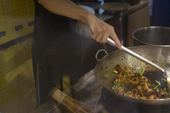 我在成都的那条gai上,找到了一家超好吃的回锅肉
