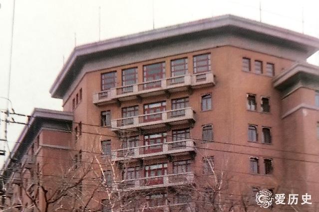 老照片:八十年代初王府井的单位和店铺 老北京感叹往事只能回味