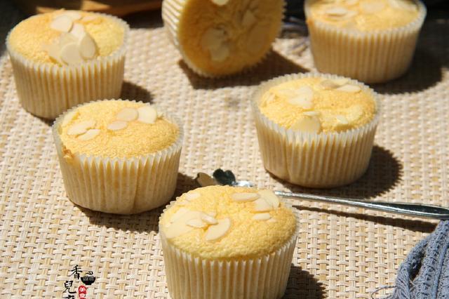 这小蛋糕,不用蛋清分离,简单制作,容易成功,低脂低糖更健康!