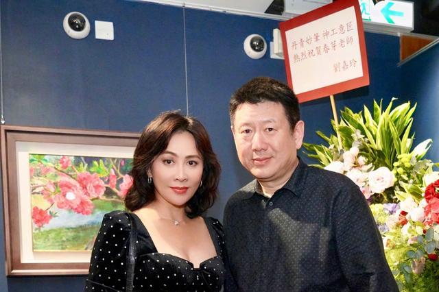 刘嘉玲身材真有料,一袭方领上衣撑得好满,55岁身材太抗打了