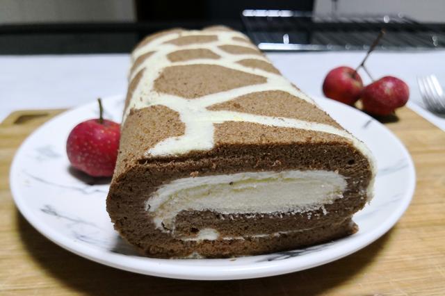 长颈鹿彩绘蛋糕卷:好看又好吃,松软香甜又健康,孩子超喜欢!