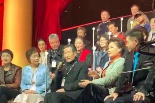 67岁李雪健近况不佳,面容消瘦头发灰白,网友称其做了喉癌手术