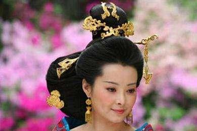 爱妃告状被听闻,皇后大怒打她,笔者:皇帝护妃心切,结果也被打