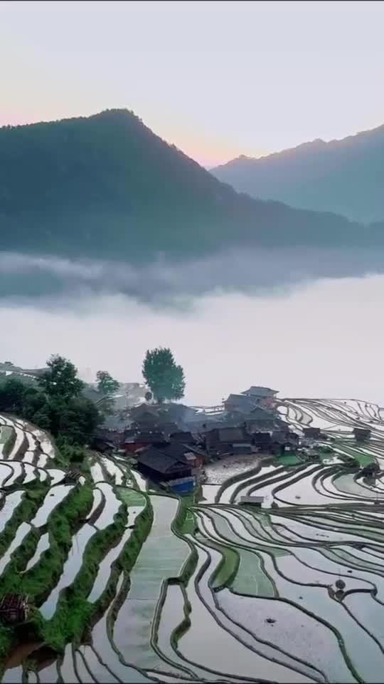 朝阳下,云端上,田埂里,远离尘世的小村子!