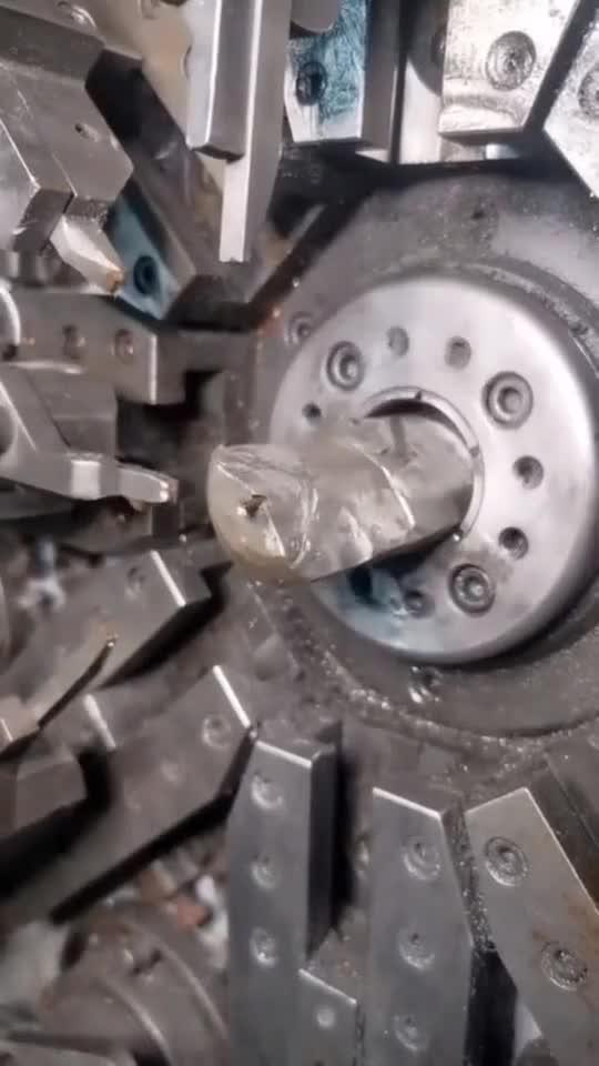 数控机械加工零部件,省去了大量的人工,操作速度非常的快...