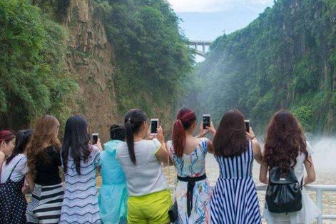 """外国人困惑:""""中国式旅游""""枯燥乏味,为何中国人还乐在其中?"""