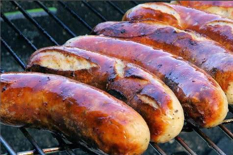 热狗是面包夹香肠,和狗有啥关系?120年前的发明者告诉你真相