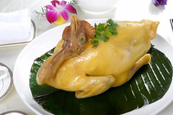 广东厨师教你做当归蒸鸡,步骤清晰,方法简单,鲜香滑嫩又黄亮
