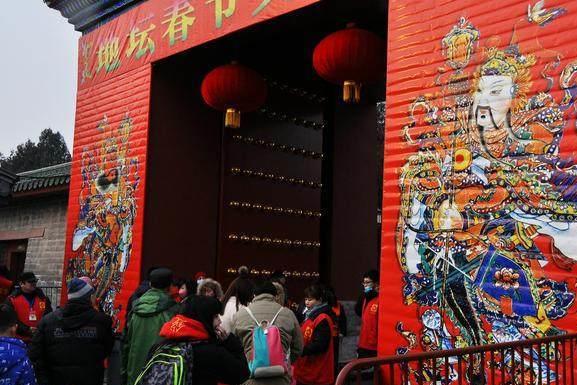 北京庙会之怪:小吃价格年年涨 商家不愁卖,老人来了说活遭罪!