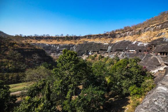 印度大山藏千年石窟群,造像壁画犹如新造,导游:感谢牛的排泄物