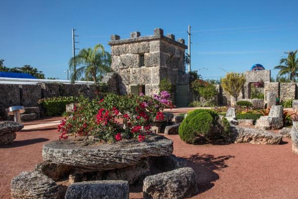 为求真爱徒手建造神秘城堡,今成旅游景点,修建过程很离奇!