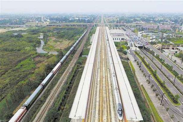 外国游客很佩服中国高铁,但指出2个问题,国人:说的很中肯