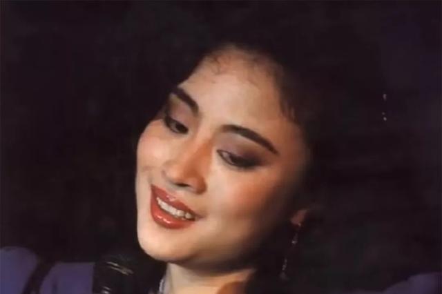 直击泰国前王妃余瓦达的真容,颜值爆表,一颦一笑都是风情万种