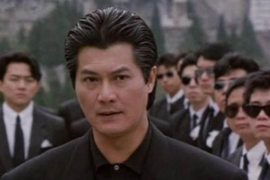 他出身军统,后在香港建立最大的帮派组织,儿子在娱乐圈叱咤风云