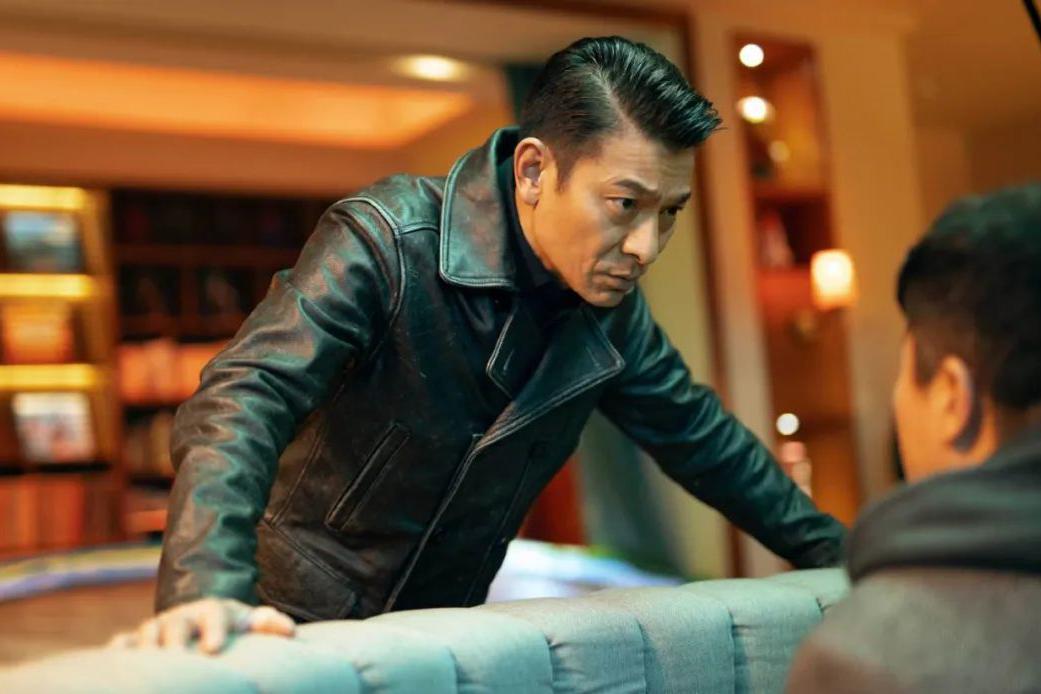 《人潮汹涌》票房破4亿,刘德华已经尽力,奈何同期对手太耀眼!