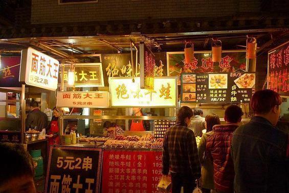 武汉户部巷,一条游客爆满的美食网红街,为何本地人都不去?