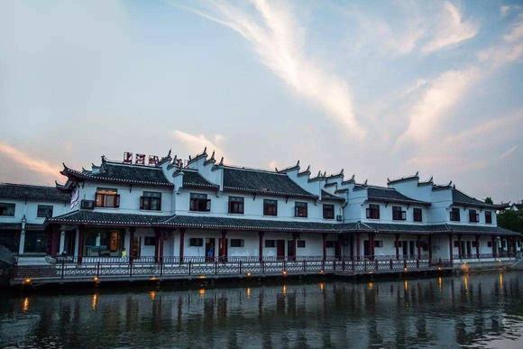 距今2500多年历史,素有一步跨三县的称号,被誉为皖中商品走廊