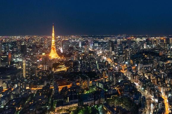 实拍夜幕中的日本东京,游客感慨:原来夜景并非一定要有彩色LED