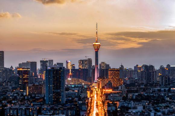 四川最高建筑,从立项到完成历时30年,每年有一天成为目光焦点